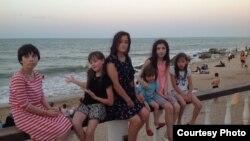 Дочери Лейлы Гамзатовой - своя и приемные