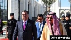 Президент Таджикистана Эмомали Рахмон и король Саудовской Аравии Салман ибн Абдулазиз Оли Сауд