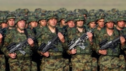 Srbija se naoružava radi mira, kaže ministar odbrane Vulin.