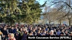 Чеченцы Панкиси на митинге протеста против действий полиции