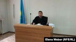 Судья Талгат Курманов, рассматривающий дело о предполагаемом мошенничестве в отношении заместителя акима Нуринского района. Карагандинская область, 23 сентября 2015 года.