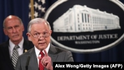 عملکرد جف سشنز وزیر دادگستری در رابطه با درز اطلاعات محرمانه انتقاد شدید دونالد ترامپ را موجب شده است.