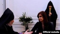 Встреча президента Аргентины Кристины Фернандес Киршнер с Католикосом всех армян Гарегином Вторым, Буэном-Айрес, 16 мая 2011 г. (фотография – пресс-служба президента Аргентины)