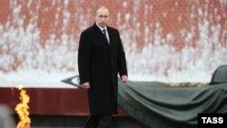 Грани Времени. Карточный домик Кремля.