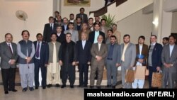 کوټه: د سیستان بلوچستان ګورنر علي اصغر شکاري د بلوچستان له اعلا وزیر ثناوالله زهري او نورو صوبايي وزیرانو او چارواکو سره.