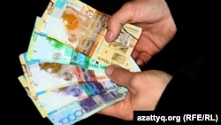 Казахские тенге.