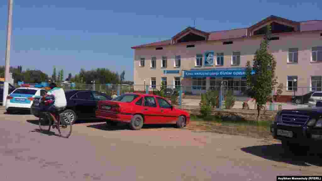Жаппай қирату кезінде этникалық тәжіктер паналаған мектеп ғимараты. Ералиев ауылдық округі.