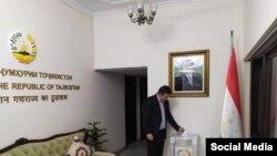 Голосование в посольстве Таджикистана в Индии