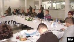 Претседателот Ѓорге Иванов началникот на ГШ на АРМ Горанчо Котески во посета на припадниците на АРМ во Велес.