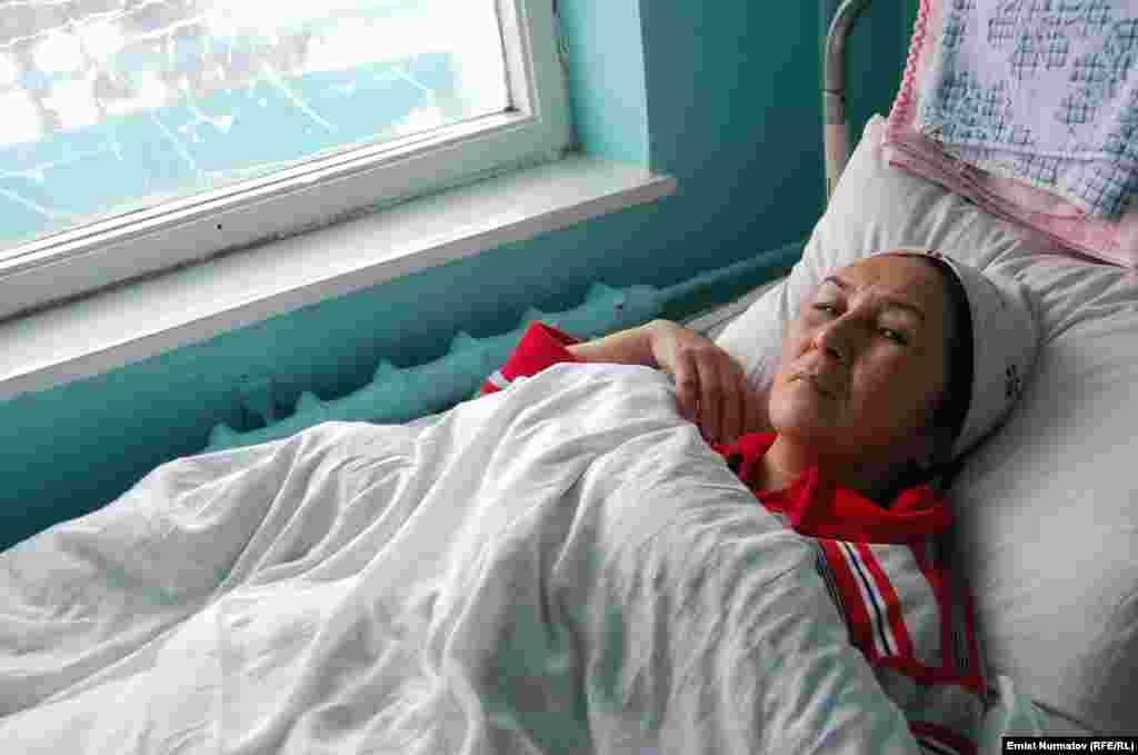 """Один из пострадавших рейса """"Бишкек-Ош"""", чей самолет потерпел крушение в аэропорту Оша, 28 декабря. Ошская городская больница."""