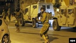 Израильский патруль в Хевроне, 30 июня 2014 года.
