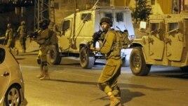 Хевронда қарауылдап жүрген израильдік патруль. 30 маусым 2014 жыл.