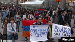 Armenia - Armenians demonstrate against Russian arms sales to Azerbaijan, Yerevan, 13Apr2016.