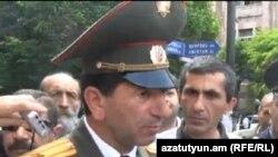 Վոլոդյա Ավետիսյանը իր մարտական ընկերների հետ մասնակցում է բողոքի երթի: Մայիս, 2013 թ.