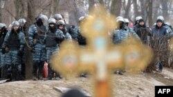 Противостояние между демонстрантами и силовиками усилилось утром 22 января