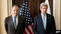 Russian Foreign Minister Sergei Lavrov (left) and US Secretary of State John Kerry stand together before a meeting in London on March 14.