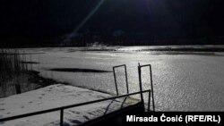 Zamrznuto Boračko jezero