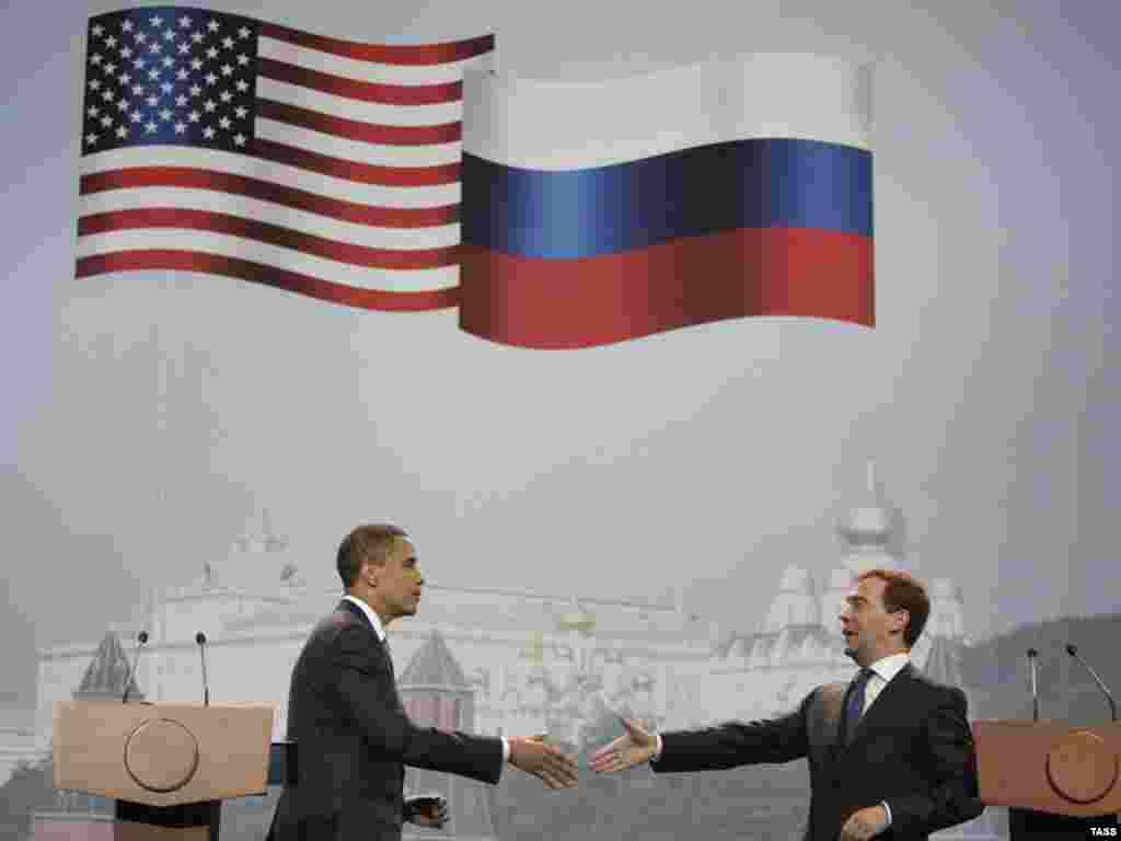 АКШ президенты Барак Обама һәм Русия президенты Дмитрий Медведев очрашты. 6 июль