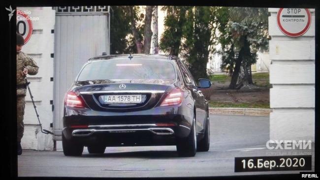 У березні 2020 року «Схеми» зафіксували: на Банкову приїхав Mercedes Maybach