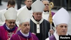 Архиепископ Доминик Дука и церковные иерархи на похоронах Вацлава Гавела