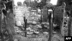 Фотография, сделанная 14 декабря 1984 в чадской деревне Надили, сожженной войсками президента Хиссена Хабре во время наступления против партизан.