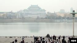 گزارش های رسیده از کره شمالی حاکی است که این کشور به دلیل تحریم های جهانی با مشکلات مالی عمیقی رو به رو است.