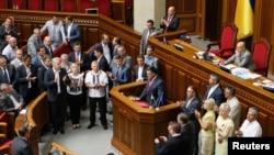 Олег Тягнибок, лідер партії «Свобода», оголошує про вихід із коаліції, 24 липня 2014 року
