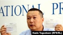 Бывший преподаватель вуза Рафаэль Балгин на пресс-конференции. Алматы, 23 августа 2011 года.