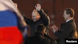 Moskva. Manejnaya meydanı. 4 mart. Putin tərəfdarlarının mitinqində baş nazirin qələbəsi qeyd olunur.