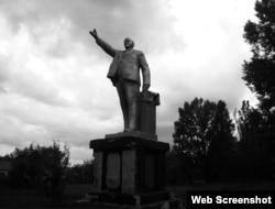 Памятник Ленину в городе Снежное