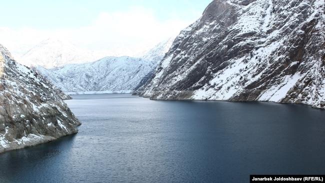 Токтогульское водохранилище вмещает 19 млрд кубометров воды. Сейчас в нем всего 13 млрд кубов.