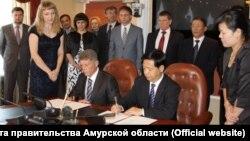Соглашения о строительстве канатной дороги подписано между главами российского и китайского регионов в 2012 году.