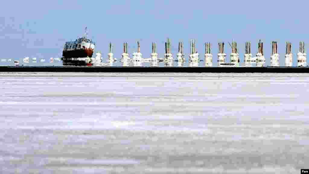 May, 2012-ci il. Urmiya kənarında Şərəfxanə limanı.