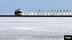 نمایی از بندر شرفخانه در دریاچه ارومیه