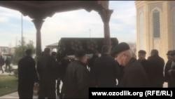 Кадыржана Батырова похоронили 8 декабря на кладбище в Зангиатинском районе Ташкентской области.