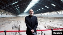 Afghanistan's President Hamid Karzai poses for photographs as he visits the Museum of Qin Terracotta Warriors and Horses during his trip in Xi'an, Shaanxi province, September 26, 2013
