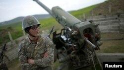 ԼՂ ՊԲ հրետանային ստորաբաժանման զինծառայողը Մարտունու մոտ, 7-ը ապրիլի, 2016թ․