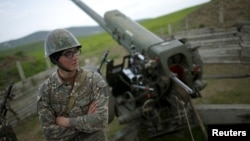 ԼՂ Պաշտպանության բանակի հրետանավոր, ապրիլ, 2016թ.
