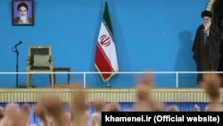 آقای خامنهای صبح شنبه ۱۹ دی، در دیدار سالانه خود با گروهی از مردم قم سخن میگفت.