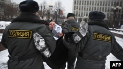Полиция отредактировала порядок приема жалоб на саму себя.