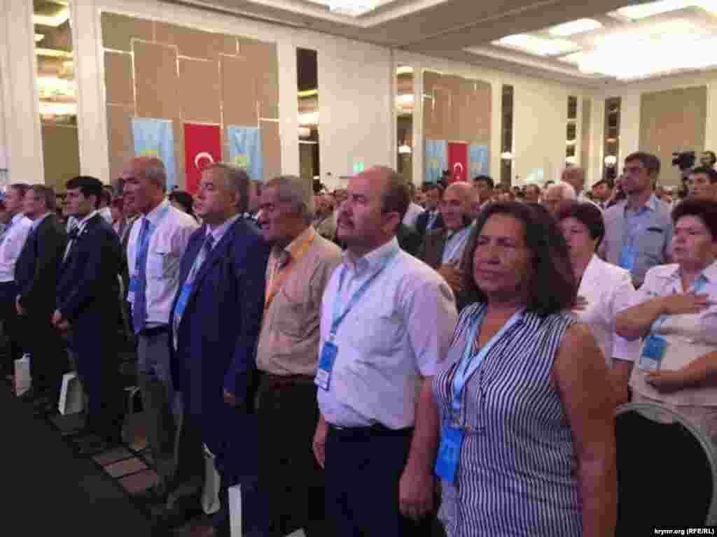 На відкритті конгресу прозвучали гімни кримських татар, України і Туреччини