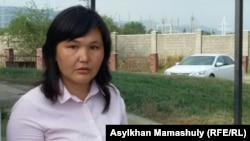 Айман Сагидуллаева, учитель школы села Жанатурмыс Алматинской области, у здания Карасайского районного суда. Каскелен, 5 сентября 2016 года.