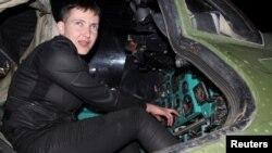 Надежда Савченко во время визита в Донбасс