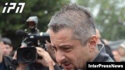 Суд отменил собственное постановление от 5 ноября, согласно которому контроль над телеканалом был передан временным управляющим. Несмотря на решение суда, в «Рустави 2» не спешат радоваться