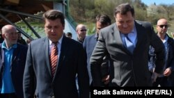 Ćamil Duraković i Milorad Dodik u Srebrenici, april 2015.