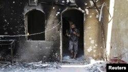 """مقاتل في جماعة لواء """"الصفوة الإسلامية"""" السورية المعارضة في حلب"""