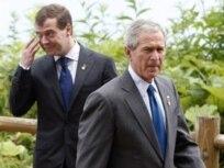 بوش و مدودیف در جریان نشست گروه هشت در ژاپن، تابستان۲۰۰۸