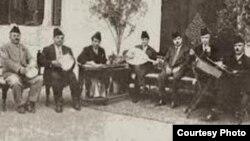 القبانجي يتوسط فرقة الجالغي البغدادي