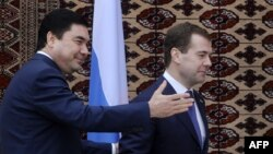 Түркіменстан президенті Гурбангулы Бердімұхамедов пен Ресей президенті Дмитрий Медведев. Ашғабат, 22 желтоқсан 2009 жыл.