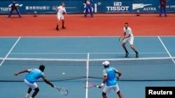 Бублик/Евсеев (а) жұбы үндістандық теннисшілермен финалда ойнап жатқан сәт. Джакарта, 24 тамыз 2018 жыл.